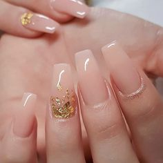 Simple pink wedding nail designs # wedding # bride # wedding nails wedding nail The Effective Pictures We Offer You About wedding nails for bride teal A quality picture can tell you many things. Simple Acrylic Nails, Fall Acrylic Nails, Soft Gel Nails, Pink Wedding Nails, Wedding Nails Design, Golden Nails, Bridal Nail Art, Nagel Blog, Bride Nails