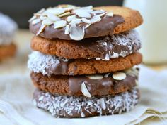 Those coconut almond cookies are crunchy healthy cookies made with simple wholesome ingredients. Gluten Free Almond Cookies, Almond Meal Cookies, Paleo Cookies, Gluten Free Sweets, Coconut Cookies, Gluten Free Baking, Cookie Recipes, Coconut Sugar, Healthy Sweet Treats