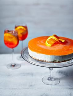 Aperol spritz cheesecake - the ULTIMATE summer dessert. Pink Desserts, Summer Desserts, Cocktail Desserts, No Bake Blueberry Cheesecake, Cheesecake Recipes, Pina Colada Cake, Dessert Crepes, Aperol, Digestive Biscuits