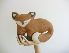 This sweet fox head is soft and delicate, a perfect gift for nature and animal lovers, young and old.  Made in a smoke-free and pet-free workspace,