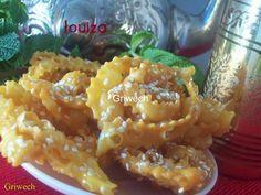 Bonjour, Aujourd'hui je vous propose une gourmandise algérienne, je nomme le Griwech, on peux trouver cette gourmandise en version amande et grains d'anis au Maroc, qu'eux, appellent la Chabakia. Une douceur exquise bien croustillante est fondante en...