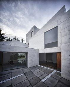 Modelo de casa con fachada de concreto