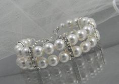 Pulsera de perlas brazalete de perlas y por CrystalAvenues en Etsy, $44.00