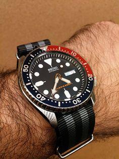Seiko Skx009, Seiko Mod, Seiko Watches, Seiko Mechanical Watch, Cool Watches, Watches For Men, Mens Gadgets, Seiko Diver, Nato Strap