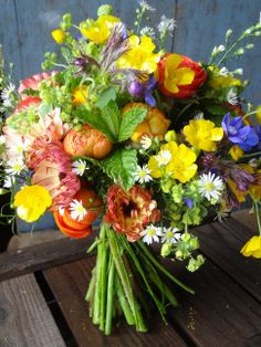 Why You Should Choose Seasonal Blooms For Your Spring Wedding In Support Of British Flowers Week 2017