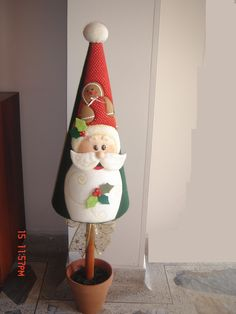 01  PENDON NIEVE           02  BAMBI        03  PORTA PAPEL HIGIENICO        04  PORTA PAPEL HIGUIENICO     05  NOEL  FESTIVO       06  N... Quilted Christmas Ornaments, Christmas Sewing, Felt Christmas, Christmas Time, Christmas Projects, Christmas Crafts, Christmas Decorations, Holiday Decor, Christmas Characters