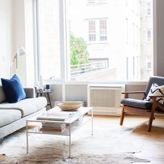 Small Apartment Interior, Small Apartment Living, Small Apartment Decorating, Apartment Design, Living Room Interior, Home Living Room, Living Room Furniture, Living Room Decor, Apartment Therapy