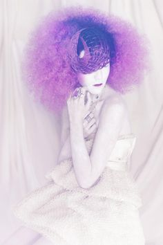 From buds to blooms and pupae to psychedelic butterflies, Spanish stylist Manuel Mon celebrates colorful transformations found in nature through hair. Pastel Hair, Purple Hair, Creative Hairstyles, Cool Hairstyles, Pelo Editorial, Avant Garde Hair, Fantasy Hair, Hair Shows, Beauty Magazine