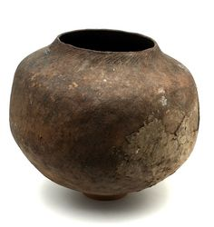 Africa | Teracotta vessel ~mbita ~ from the Ronga or Embe people of the Catuane region in Mozambique | 20th century