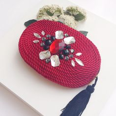 ● Clutch/handbag CHARLOTTE by OLVIDO MADRID Diy Clutch, Beaded Clutch, Beaded Brooch, Boho Gypsy, Couture Handbags, Macrame Bag, Small Bags, Fashion Bags, Hand Knitting