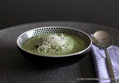 Zucchini-Suppe mit Parmesan und Thymian