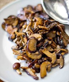 Sauteed Mushrooms Perfect sauteed mushrooms- these are quick, easy and delicious as a side dish!Perfect sauteed mushrooms- these are quick, easy and delicious as a side dish! Yummy Vegetable Recipes, Mushroom Recipes, Side Dish Recipes, Vegetarian Recipes, Cooking Recipes, Healthy Recipes, Vegetarian Dish, Cooking Bacon, Healthy Food
