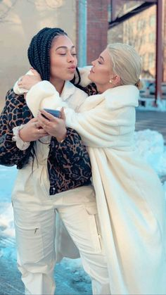 Find images and videos about style, kylie jenner and jordyn woods on We Heart It - the app to get lost in what you love. Kendall Y Kylie Jenner, Trajes Kylie Jenner, Kylie Jenner Outfits, Kylie Jenner Style, Kylie Jenner Friends, Khloe Kardashian, Estilo Kardashian, Estilo Kylie Jenner, Bff Goals