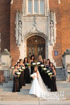 I have 10 bridesmaids! Our wedding party w/us is 22! Cute way to arrange bride/bridesmaids...