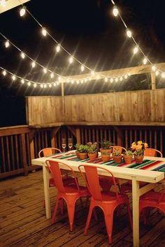Luces de verbena o de exterior para dejar así de bonita nuestra terraza. ¿Qué os parece?