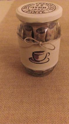 Tarro de cristal reciclado para sobres de azúcar, pintado y con decoupage