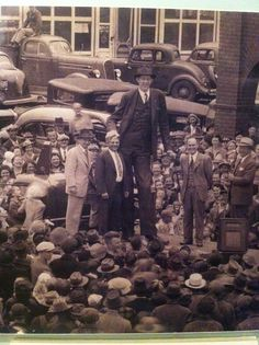 A head above the rest... The world's tallest man, Robert Wadlow. The size comparison of the crowd is quite a perspective.
