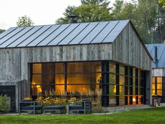 Modern Barn Style Home in Vermont by Birdseye Design Modern Barn House, Modern House Design, Contemporary Design, Contemporary Cabin, Modern Cabins, Lofts, Exterior Design, Modern Exterior, Building A House