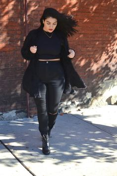 Plus size/inbetweenie all black, Nadia Aboulhosn. For more inbetweenie and plus size style inspiration go to http://www.dressingup.co.nz.