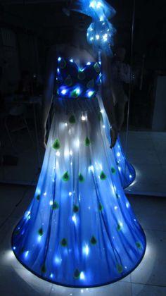 Light emitting peafowl dress                                www.aliexpresss.com/store/732410 Light Up Dresses, Light Up Clothes, Neon Dresses, 15 Dresses, Fashion Dresses, Fiber Optic Dress, Glow Stick Crafts, Vestidos Neon, Fru Fru