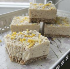 There is hardly a more fitting dessert for spring than lemon bars. Add in that it's raw vegan and healthy, you got yourself a winner!
