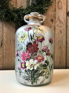 Wine Bottle Corks, Glass Bottle Crafts, Diy Bottle, Flowers In Jars, Diy Flowers, Flower Diy, Bling Bottles, Deco Paint, Altered Bottles