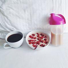 Breakfast  #vsco #vscocam #breakfast #healthy #healthybreakfast #oatmeal #peanutbutter #proats #protein #raspberries #coffee #pwo #fitnessguru #fitfood #fitness #food #foodporn #Padgram