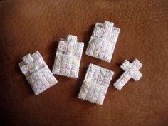 Cross in my pocket ricamate su plastic canvas tutorial… Plastic Canvas Christmas, Plastic Canvas Crafts, Plastic Canvas Patterns, Plastic Craft, Candy Crafts, Diy Crafts, Church Crafts, Cross Patterns, Cross Stitching