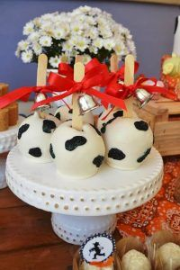 A Fun little farm party ideas. Amazing dessert table ideas and supplies perfect for baby shower or birthday party. Farm Animal Party, Farm Animal Birthday, Cowgirl Birthday, Farm Birthday, Cow Birthday Parties, Birthday Party Desserts, Wild One Birthday Party, Cowboy Theme Party, Farm Themed Party