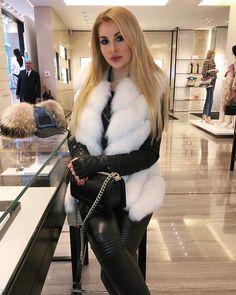 Fur Fashion, Fashion Looks, Fur Clothing, Confident Woman, White Fur, Blond, Fox Fur, Fur Jacket, Sexy Outfits