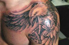 Águia polsando  no ombro