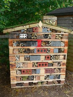 Greener Places Greener Places The post Greener Places appeared first on School Diy. Eco Garden, Garden Bugs, Garden Insects, Garden Pests, Dream Garden, Garden Art, Diy Garden Projects, Garden Crafts, Bug Hotel