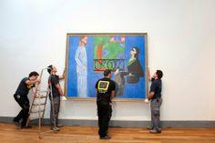 """""""Momento del """"colgado"""" de la """"Conversación"""" de Matisse, otra de las excepcionales obras maestras que se encuentra ya instalada en la última sala del recorrido de la exposición """"El Hermitage en el Prado"""", a tres semanas de su inauguración (del 8 de noviembre de 2011 al 25 de marzo de 2012) — at Museo Nacional del Prado, sala C."""" (Museo Nacional del Prado)"""