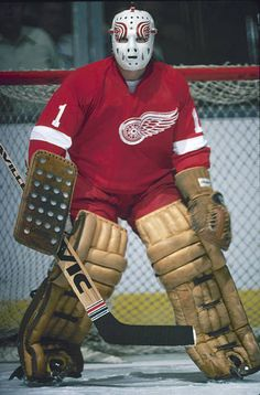 Canadian ice hockey player Jim Rutherford goalkeeper for the Detroit Red Wings gurads the net during a game Ice Hockey Players, Hockey Goalie, Hockey Games, Jim Rutherford, Nhl, Hockey Shot, Pens Hockey, Hockey Stuff, Hockey Pictures