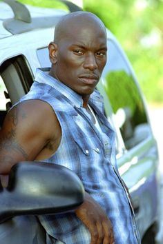 Pin for Later: The Fast and the Furious Nostalgia: Go Back to the Beginning With These Pictures 2 Fast 2 Furious Enter Roman Pearce (Tyrese Gibson). Fast Furious 1, The Furious, Michelle Rodriguez, Vin Diesel, Paul Walker, Gal Gadot, Black Is Beautiful, Gorgeous Men, 2fast And 2furious