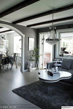 grått och vitt,soffbord,treklöver bord,vitt,altandörr,matplats,valv,vardagsrum Oversized Mirror, Living Room, Interior Design, House, Inspiration, Furniture, Home Decor, Wedding, Ideas