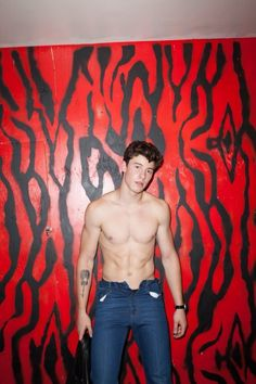 shawn mendes is shirtless in 'flaunt' magazine. Shawn Mendes Sem Camisa, Shawn Mendes Fofo, Shane Mendes, Shawn Mendes Quotes, Hot Shawn Mendes, Shawn Mendes Tumblr, Nick Jonas Sin Camisa, Shawn Mendes Concerto, Shawn Mendes Shirtless