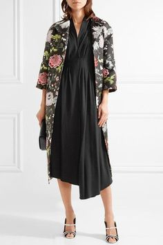 Black crepe Concealed zip fastening along back 100% viscose; lining: 100% polyester Dry clean