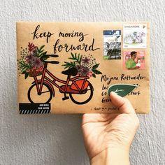 Lovely idea to decorate old brown envelopes. Mail Art Envelopes, Brown Envelopes, Pen Pal Letters, Cute Letters, Monogram Letters, Tarjetas Diy, Snail Mail Pen Pals, Paper Art, Paper Crafts