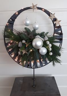 Rita - Welcome Christmas Decorations For The Home, Xmas Decorations, Beautiful Christmas, Christmas Home, Christmas Wreaths, Christmas Crafts, Christmas Ornaments, Holiday Decor, Christmas Flower Arrangements
