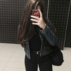 cute date outfits Stylish Girls Photos, Stylish Girl Pic, Cute Girl Poses, Girl Photo Poses, Cool Girl Pictures, Girl Photos, Cute Date Outfits, Girl Hiding Face, Foto Casual