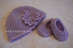 This cute hat with flower motif and booties free crochet pattern can be put with many baby projects to make an outfit, why not add a blanket and give as a gift for that special occasion i.e a baby shower.         Gorgeous set designed by Lisa from Free …
