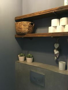 Planken in de WC als opbergruimte voor WC rollen en overig Shelves in the WC as storage space for WC rolls and other Bathroom Toilets, Small Bathroom, Bathroom Inspiration, Interior Inspiration, Toilet Room, Toilet Paper, Small Toilet, Downstairs Toilet, My New Room