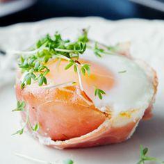 Eggs on Parma Ham. Breakfast Salad, Truffle Oil, Polish Recipes, Polish Food, Baked Eggs, Vegan Cake, Sushi, Cooking Recipes, Cooking Ideas