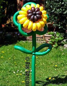 Balloon art flower. #Balloon sculpture flower #balloon-sculpture-flower #balloon…