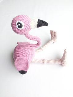 Et styks hæklet flamingo sendt til testhækling – unkel
