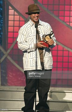 Daddy Yankee accepts an award onstage at the 17th Annual Premio Lo Nuestro A La Musica Latina Awards at the American Airlines Arena February 24, 2005 in Miami, Florida.