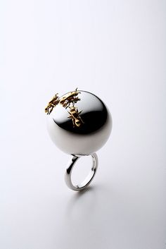 SHUN OKUBO: Ant ring. Sterling silver, k18 gold plating, rhodium plating.