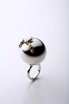 SHUN OKUBO: Ant ring. Sterling silver, k18 gold plating, rhodium plating.
