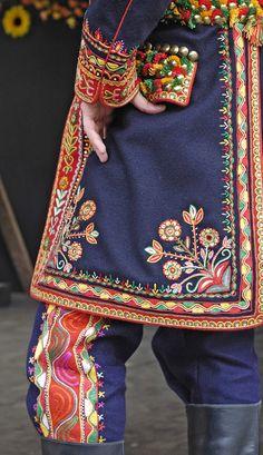Fashion Fabric, Pink Fashion, Colorful Fashion, Iranian Women Fashion, Russian Fashion, Traditional Fashion, Traditional Dresses, Scandinavian Embroidery, Polish Folk Art
